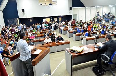 Vereadores apoiam que o Sindicato continue a negociar o horário de trabalho aos domingos e feriados.